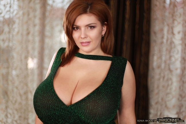 Xenia Wood Bare Breasts In Green Dress
